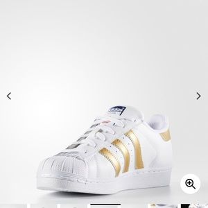 White and gold superstars